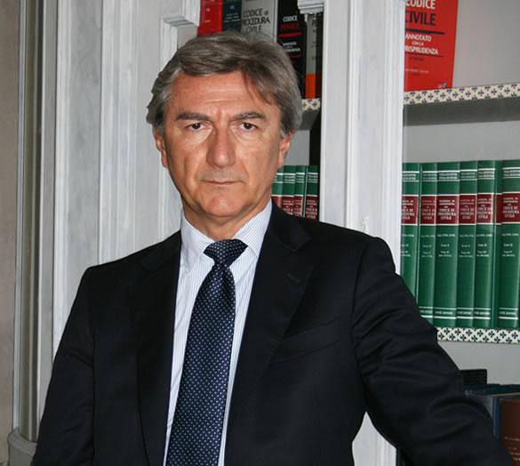 Avvocato Piercarlo Bertolazzi: diritto civile e commerciale, contrattualistica nazionale ed internazionale, diritto condominiale ed immobiliare